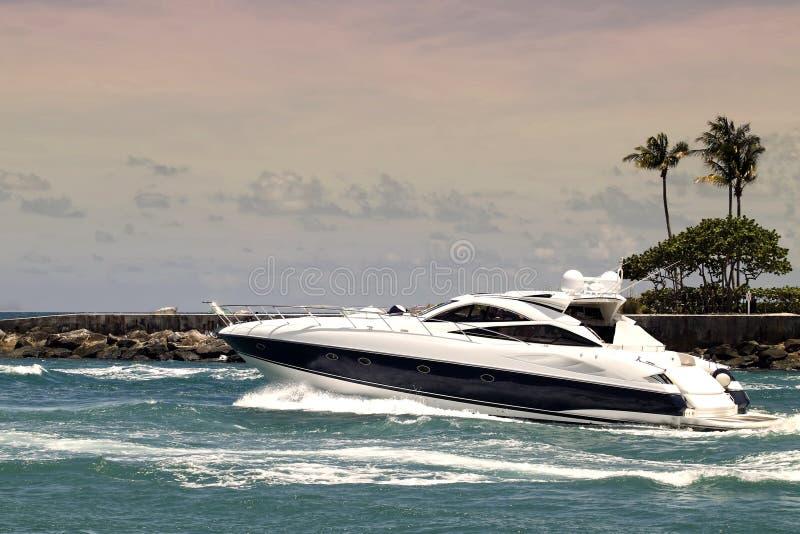 Jacht in inham royalty-vrije stock afbeelding