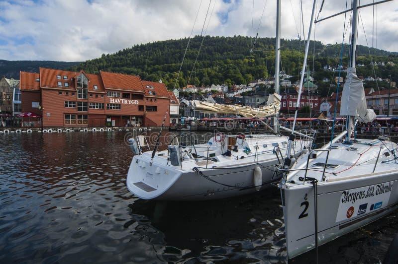 Jachten in Bergen stock afbeelding