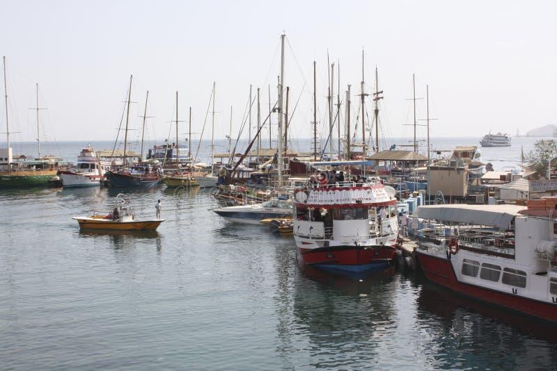 Jachten die zich in haven bevinden royalty-vrije stock afbeeldingen