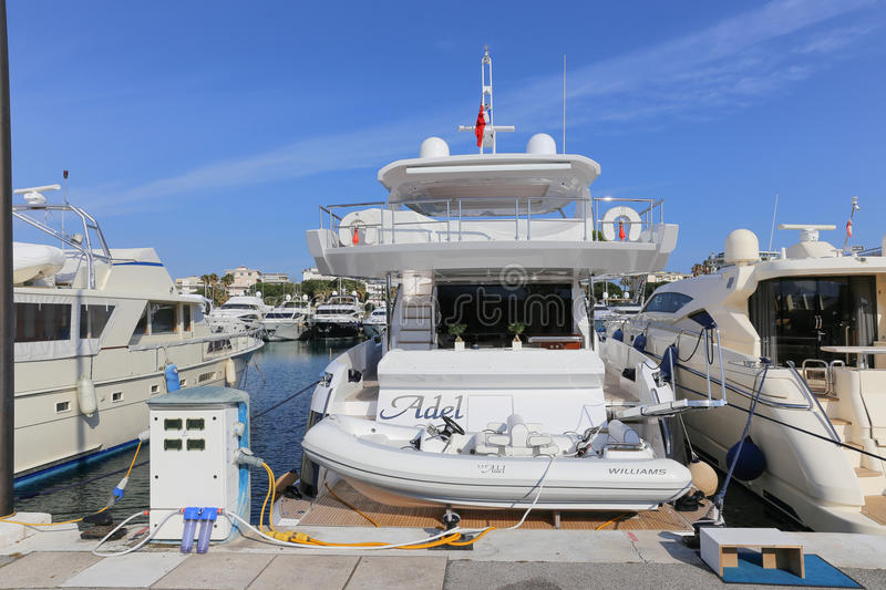 Jachten in Haven Pierre Canto in Cannes worden verankerd dat royalty-vrije stock foto