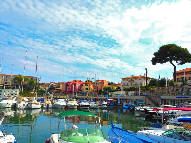 Jachten in haven van heilige-Jean-GLB-Ferrat - neem en sta met in zuidoosten van Frankrijk op voorgebergte van Kooi D 'Azur in na stock fotografie