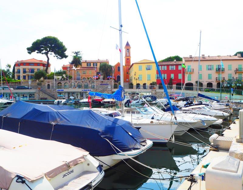 Jachten in haven van heilige-Jean-GLB-Ferrat - neem en sta met in zuidoosten van Frankrijk op voorgebergte van Kooi D 'Azur in na royalty-vrije stock fotografie