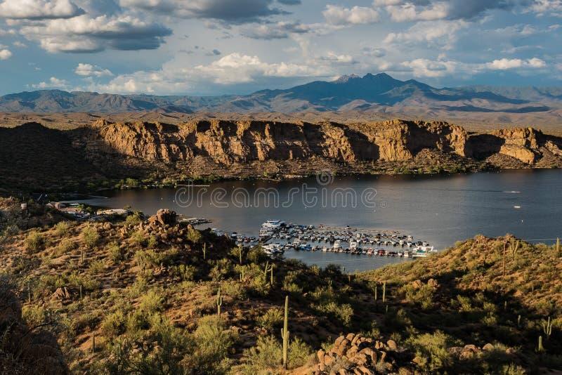 Jachthafen in der Wüste stockfotos