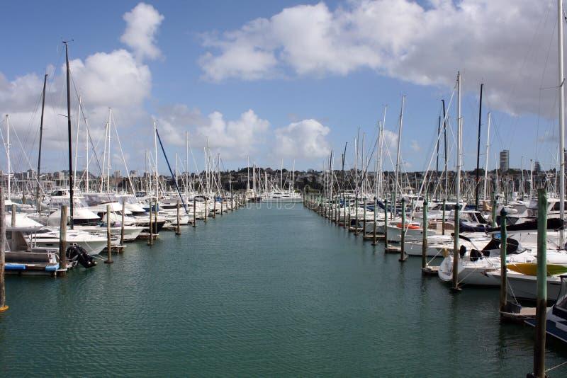 Jachthafen mit Booten lizenzfreie stockfotografie