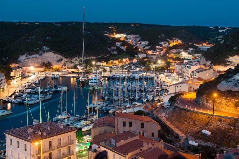 Jachthafen nachts, historische Stadt von Bonifacio, Korsika lizenzfreies stockfoto