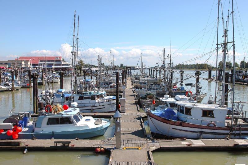 Jachthafen u. verankerte Fischerboote in Richmond BC lizenzfreies stockbild