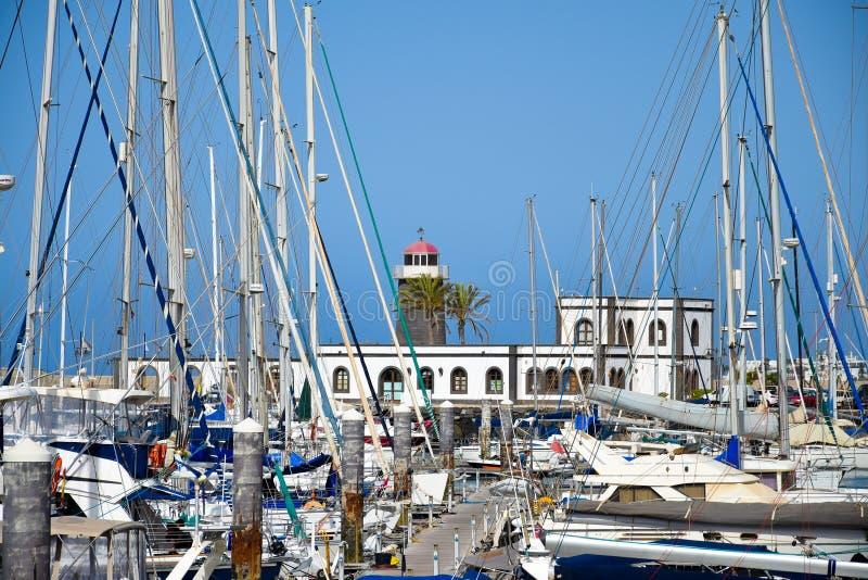 Jachthafen und Leuchtturm stockfoto