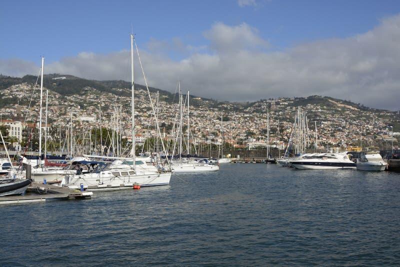 Jachthaven op strandboulevard van Funchal, Madera, Portugal stock foto