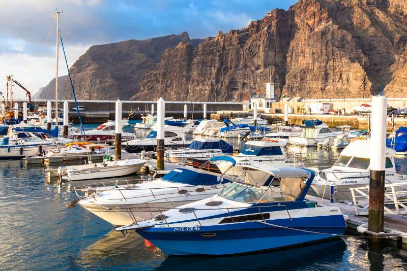 Jachthaven in Puerto DE Los Gigantes. Tenerife, Spanje. stock afbeelding