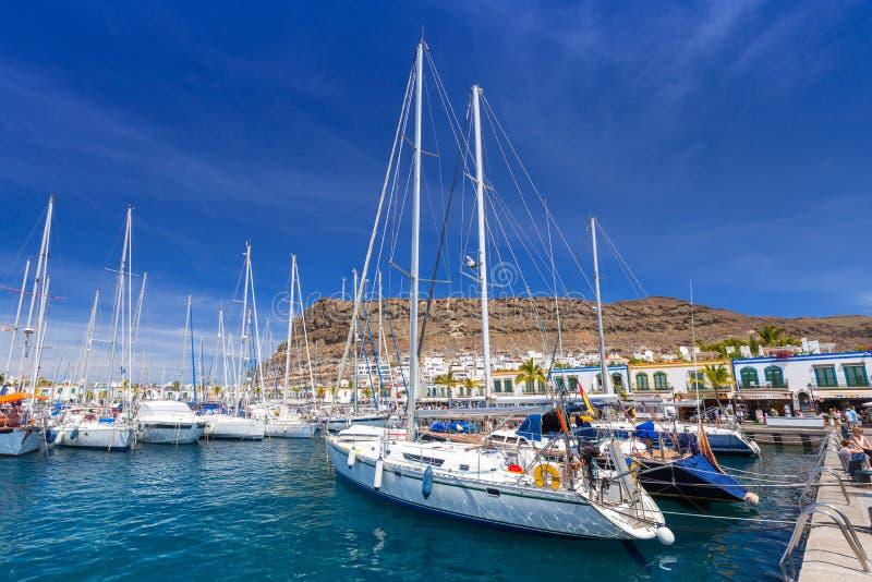 Jachthaven van Puerto DE Mogan, een kleine vissershaven op Gran Canaria stock foto's