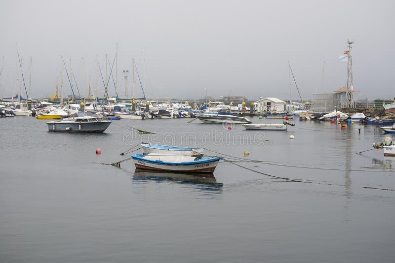 Jachty i łodzie rybackie w Domaio porcie zdjęcia stock