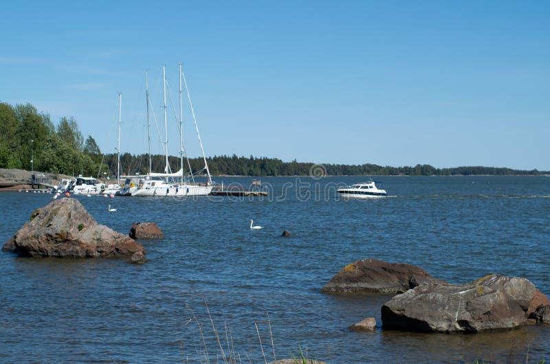 Jachty na morzu na s?onecznym dniu zdjęcia royalty free