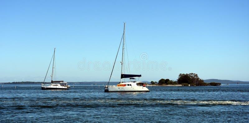 Jachty na wodzie przy żołnierza punktem fotografia royalty free