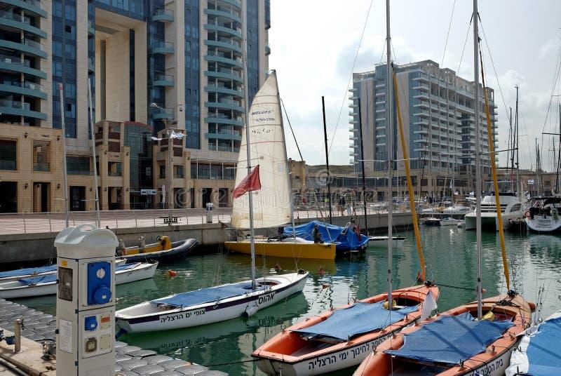 Jachty w marina i quay w Herzliya obrazy stock