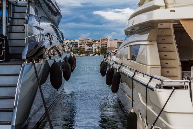 Jachty w Portowym De Alcudia, Mallorca, Hiszpania fotografia stock