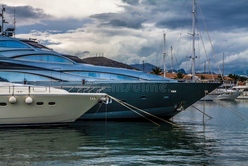 Jachty w Portowym De Alcudia, Mallorca, Hiszpania fotografia royalty free
