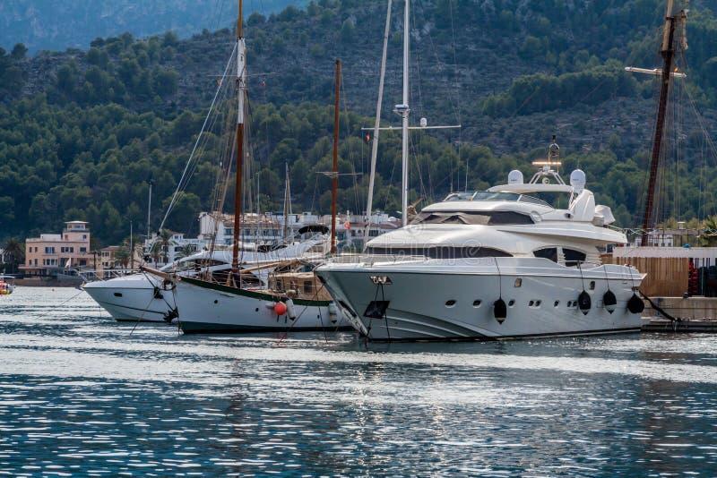 Jachty w Portowym De Soller, Mallorca, Hiszpania obraz royalty free