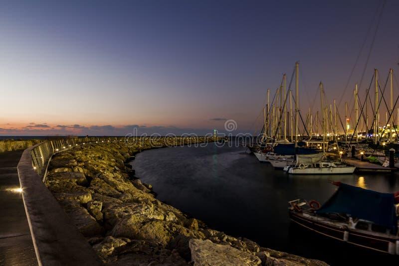Jachty w schronieniu Tel Aviv przy zmierzchem obrazy royalty free