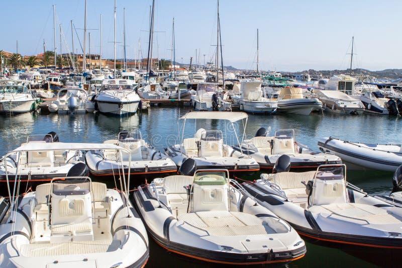Jachty zakotwiczali w porcie Palau, Sardinia zdjęcie royalty free