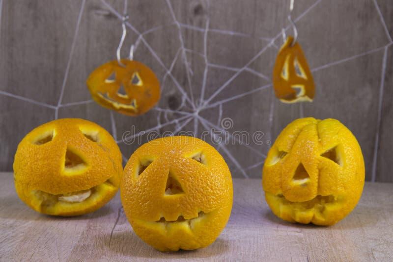 Jack lampion dla Halloween pomarańcze na drewnianym tle z pajęczynami zdjęcia royalty free