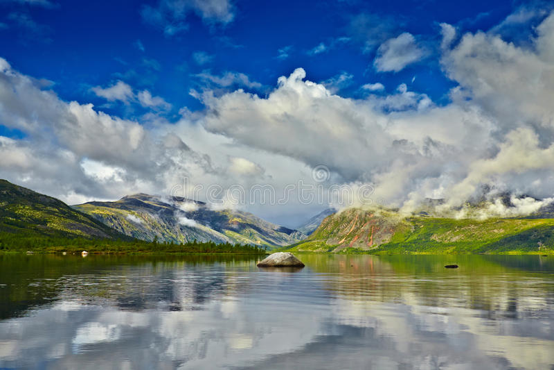 Jack Londons湖 夏天,反射 库存图片