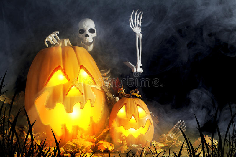 Jack-O-lanternas e espírito necrófago de Dia das Bruxas fotografia de stock royalty free