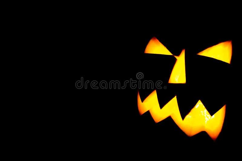Jack-o-lanterne de Halloween sur un fond noir images stock