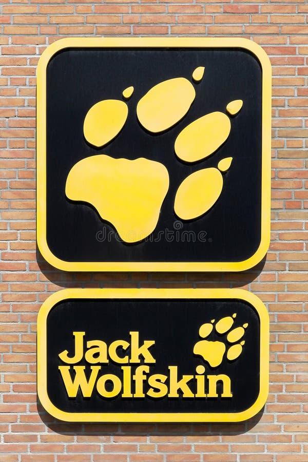 Jack Wolfskin-embleem op een muur royalty-vrije stock foto