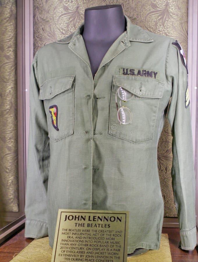 Jacke Und Brillen John-Lennons (des Beatles) Redaktionelles Foto ...