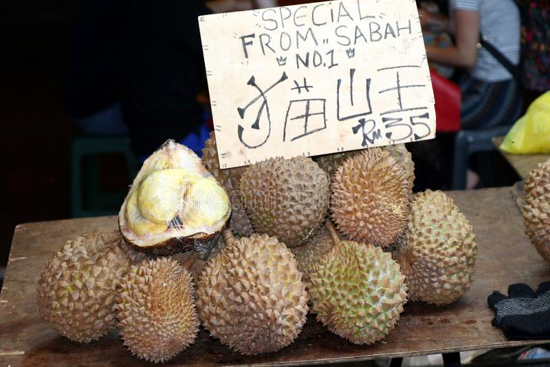 Jackfruit bij de nachtmarkt - Kota Kinabalu Sabah Borneo Malaysia Azi? stock foto's