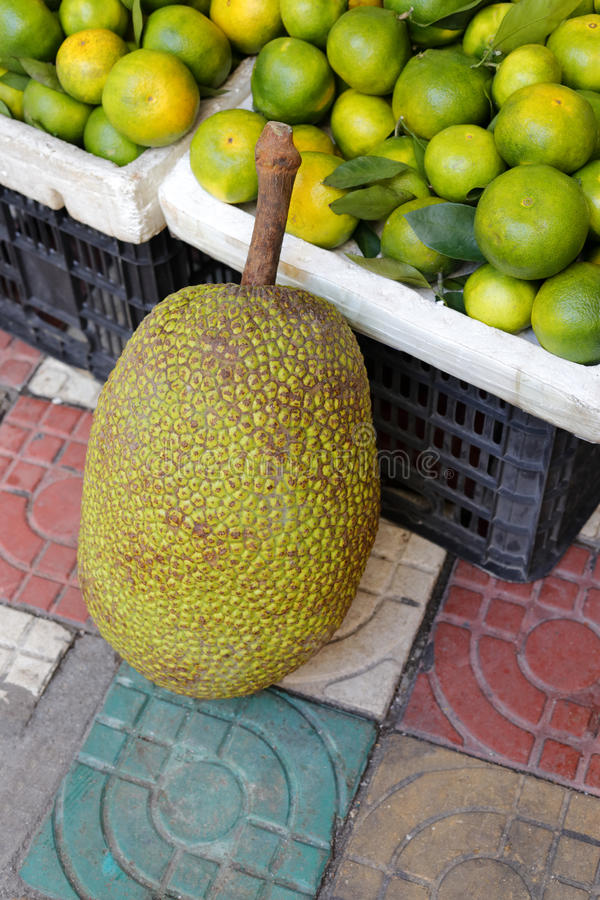 Jackfruit w rynku obraz royalty free