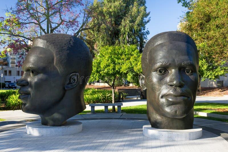 Jackie und Mack Robinson Statue stockbild