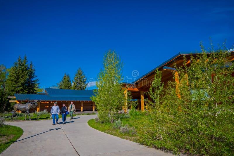 Jackson Hole, Вайоминг США 23-ье мая 2018: Внешний взгляд деревянного здания центра для посетителей открытия craig Томаса, стоковые изображения rf