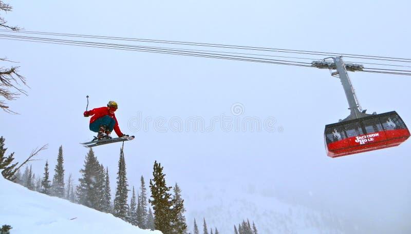 Jackson Hole Tram en Skiier royalty-vrije stock afbeelding