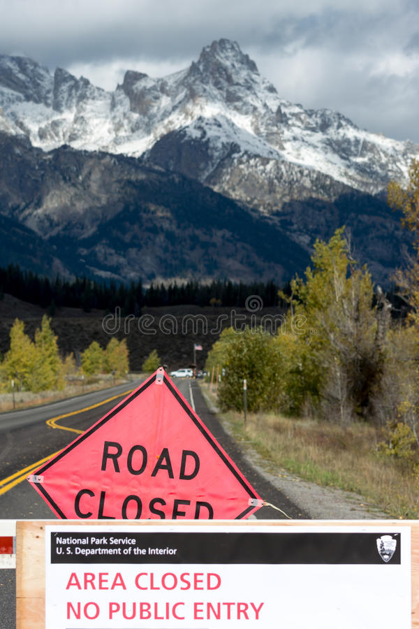 Free JACKSON HOLE, WYOMING/USA - OCTOBER 1 : US National Parks Closure Sign At Entrance To The Grand Tetons National Park In Wyoming O Stock Images - 72597424