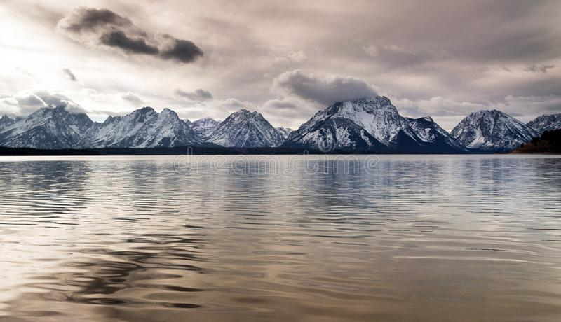 Jackson Lake Grand Tetons National parkerar bergreflexion royaltyfria bilder
