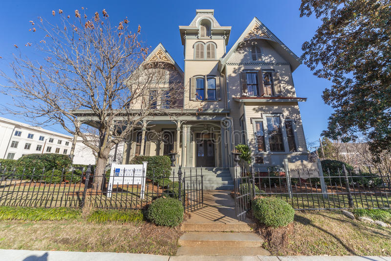Jackson, MS/USA - circa Februari 2016: Oud Koloniaal huis op Congresweg in Jackson, de Mississippi royalty-vrije stock fotografie