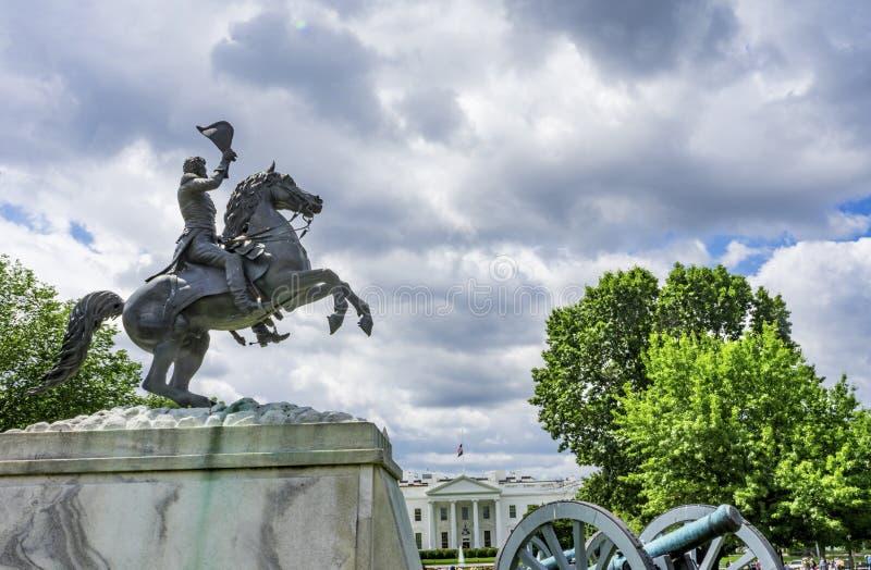 Jackson Statue Canons Lafayette Park Vita HusetWashington DC royaltyfri fotografi
