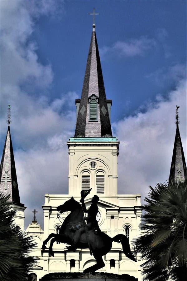 Jackson und Kathedrale in Jackson Square stockfotos