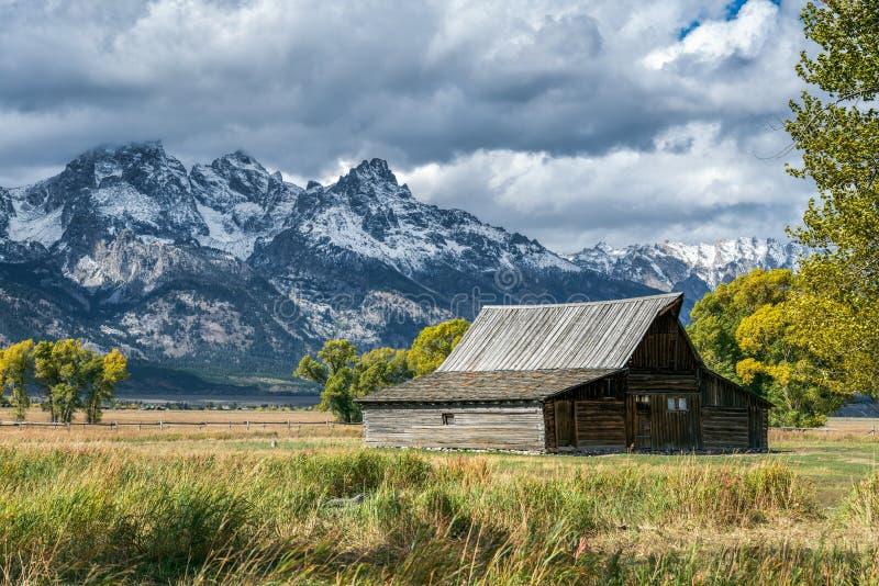 JACKSON, WYOMING/USA - 1. OKTOBER: Ansicht der mormonischen Reihe nahe Steckfassungen stockfotos