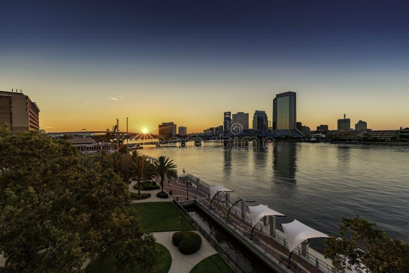 JACKSONVILLE FL, magistrali ST mostu RIVERWALK śródmieście obraz royalty free