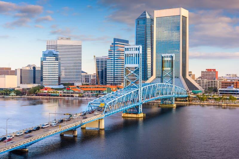 Jacksonville Florida, USA i stadens centrum horisont på floden arkivfoton