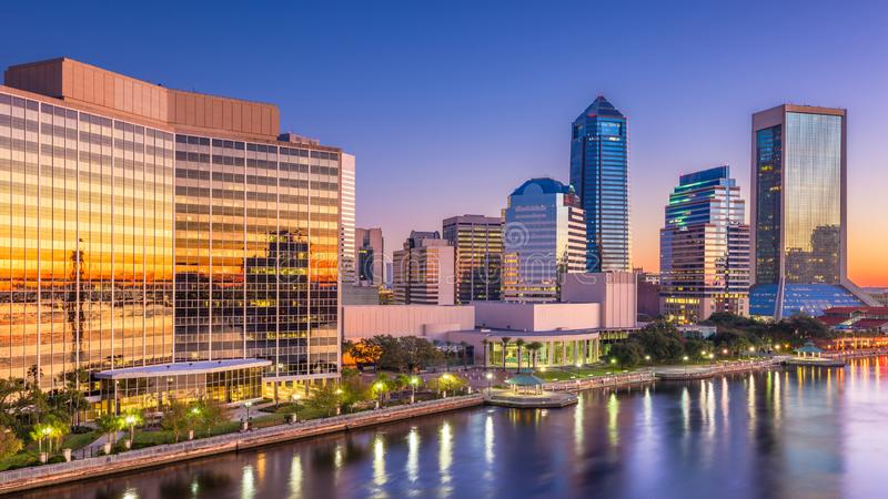Jacksonville Florida, USA som är i stadens centrum på gryning fotografering för bildbyråer