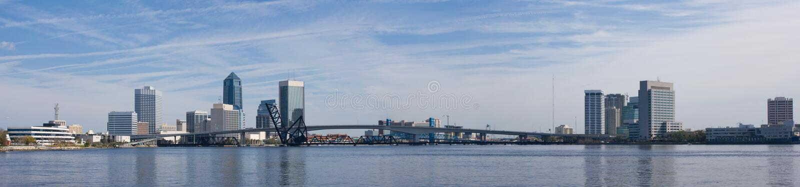 Jacksonville-Skyline panoramisch lizenzfreie stockfotos