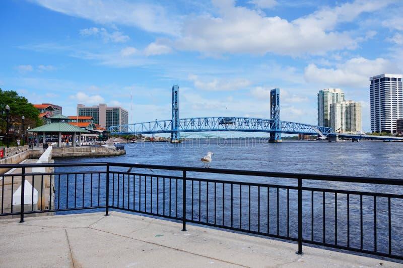 Jacksonville trekt de stad in brug stock foto's