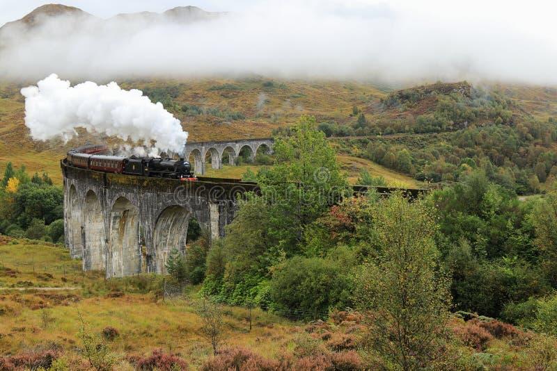 Jacobiten - ångadrev i Glenfinnan - Skottland royaltyfria foton