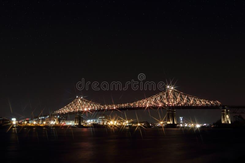 Jacques Cartier Bridge Illumination em Montreal Aniversário de Montreal's 375th interativo colorido luminoso imagem de stock