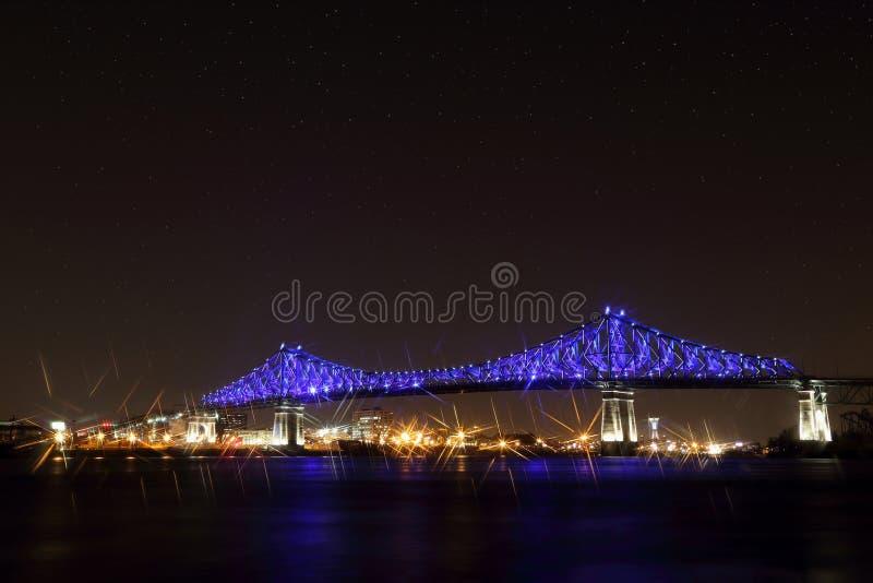 Jacques Cartier Bridge Illumination em Montreal, reflexão na água Aniversário de Montreal's 375th fotos de stock