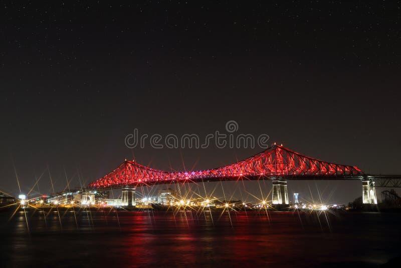 Jacques Cartier Bridge Illumination en Montreal 375o aniversario de Montreal's interactivo colorido luminoso imágenes de archivo libres de regalías