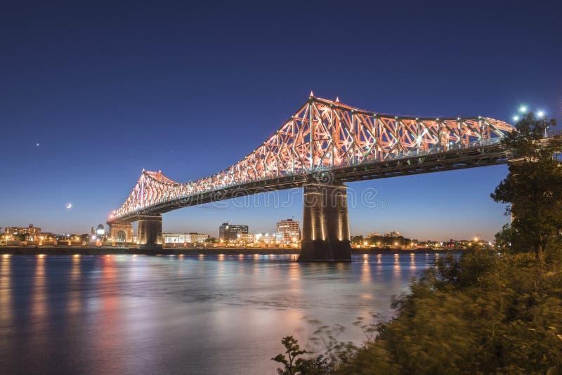 Jacques Cartier-brug bij schemer stock foto